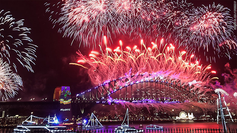15 Photographers Use The iPhone 7 to Show New Year's Eve Celebrations Around the Globe