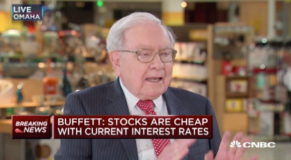 Berkshire Hathaway Continues Building Its Apple Stake