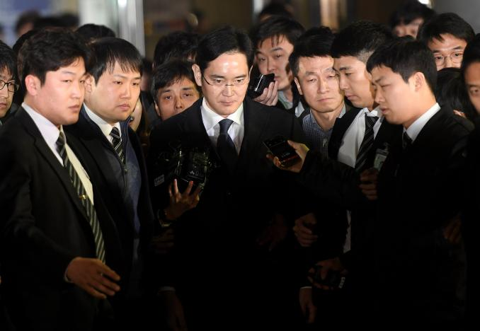 Samsung's Head Honcho Taken Into Custody on Bribery Charges