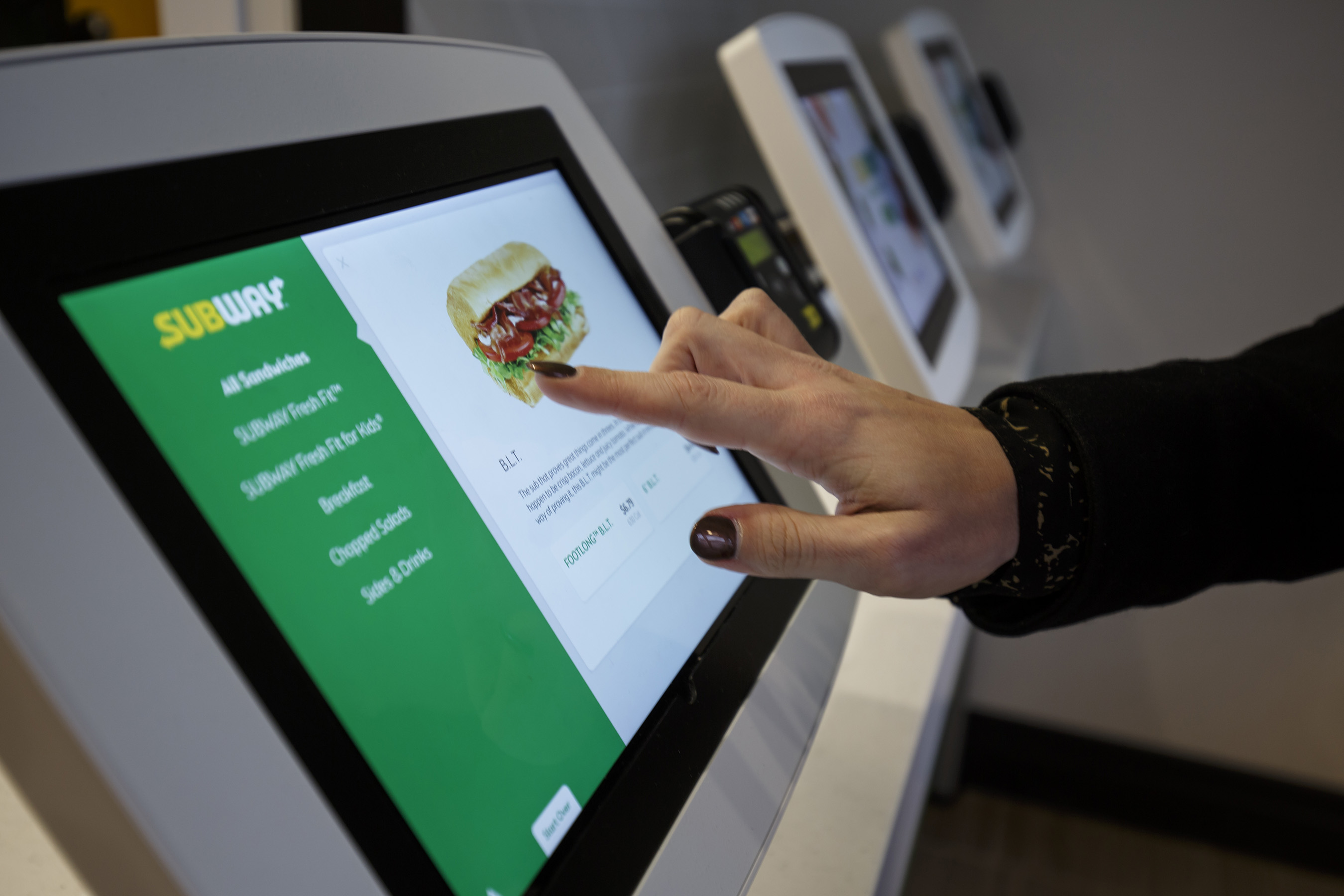 Subway Testing Self-Ordering Kiosks With Apple Pay as Payment Option