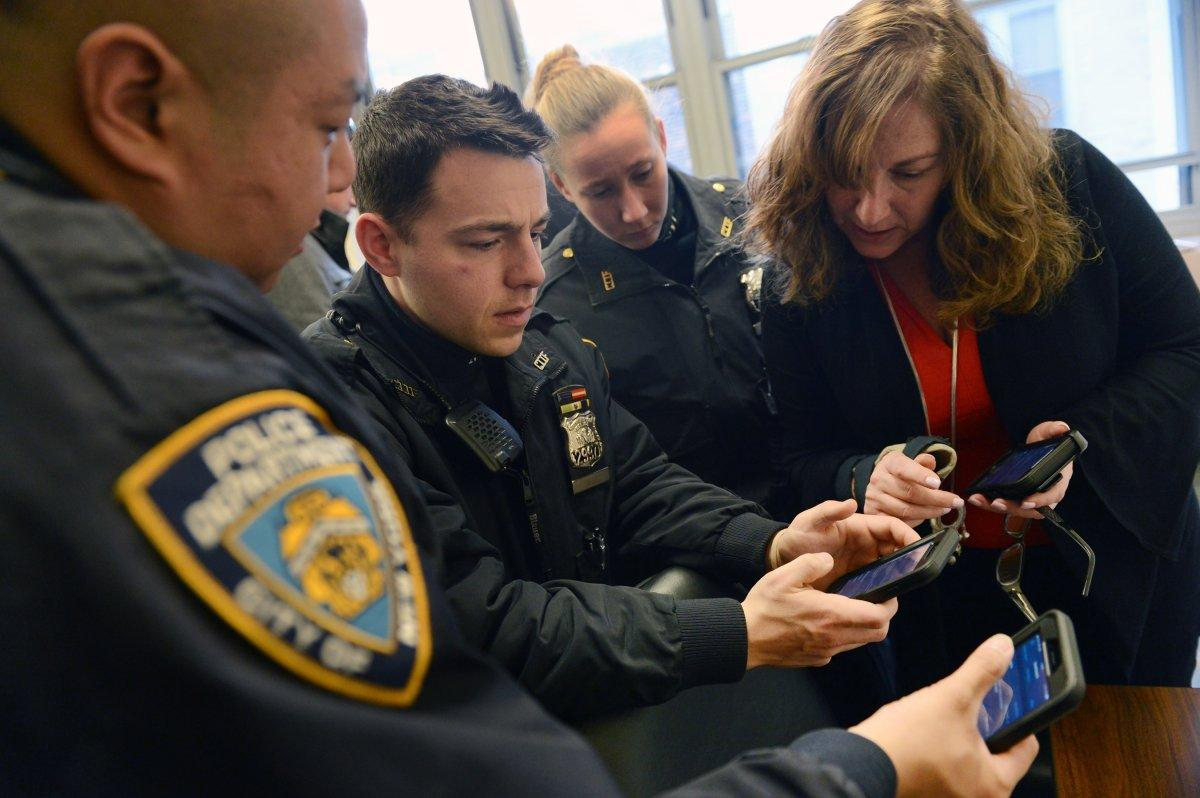NYPD Begins Rolling Out 36,000 iPhones to Manhattan Officers