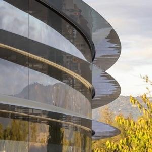 Employees Keep Walking Into Glass Walls at New Apple Park HQ – Three 911 Calls So Far