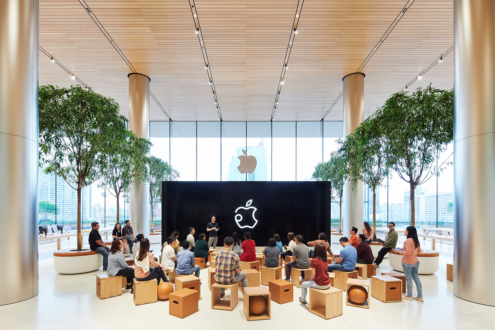 Apple Offers a Preview of Their First Thailand Store Ahead of Saturday's Grand Opening