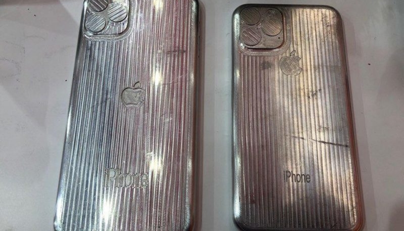 New Images Allegedly Show Molds for 2019 'iPhone XI' and 'iPhone XI Max'