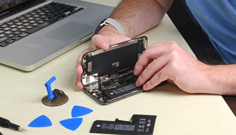 "iFixit: Apple Has Activated ""Dormant Software Lock"" on Its Latest iPhones to Discourage Unauthorized Battery Replacements"