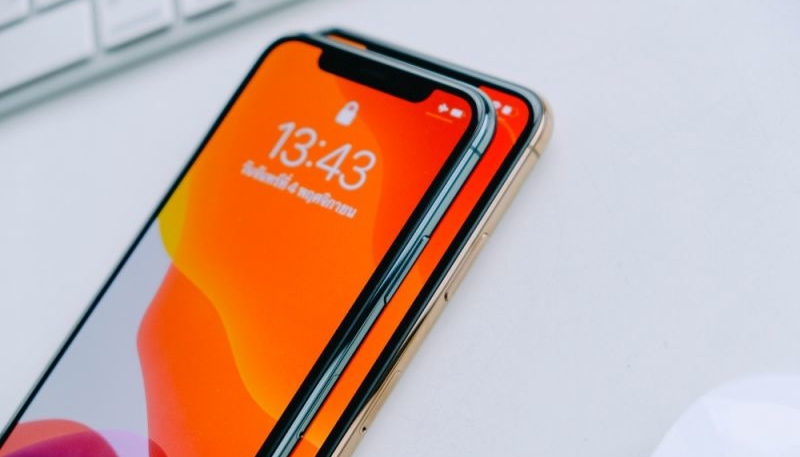 Apple's 2020 iPhones Could Feature Thinner OLED Displays