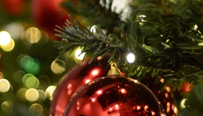 Wallpaper Weekends: Bokeh Holiday iPhone and iPad Wallpapers