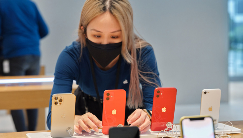 Apple Posts Official Photos of iPhone 12, iPhone 12 Pro, and 4th-Gen iPad Air Rollout in Stores