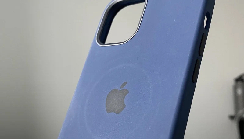 Apple Warns iPhone 12 Owners That MagSafe Charger Can Leave Circular Imprints on Leather Cases